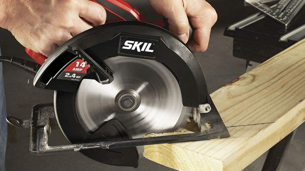 Circular saws are a must-have woodworking power tool for beginners.