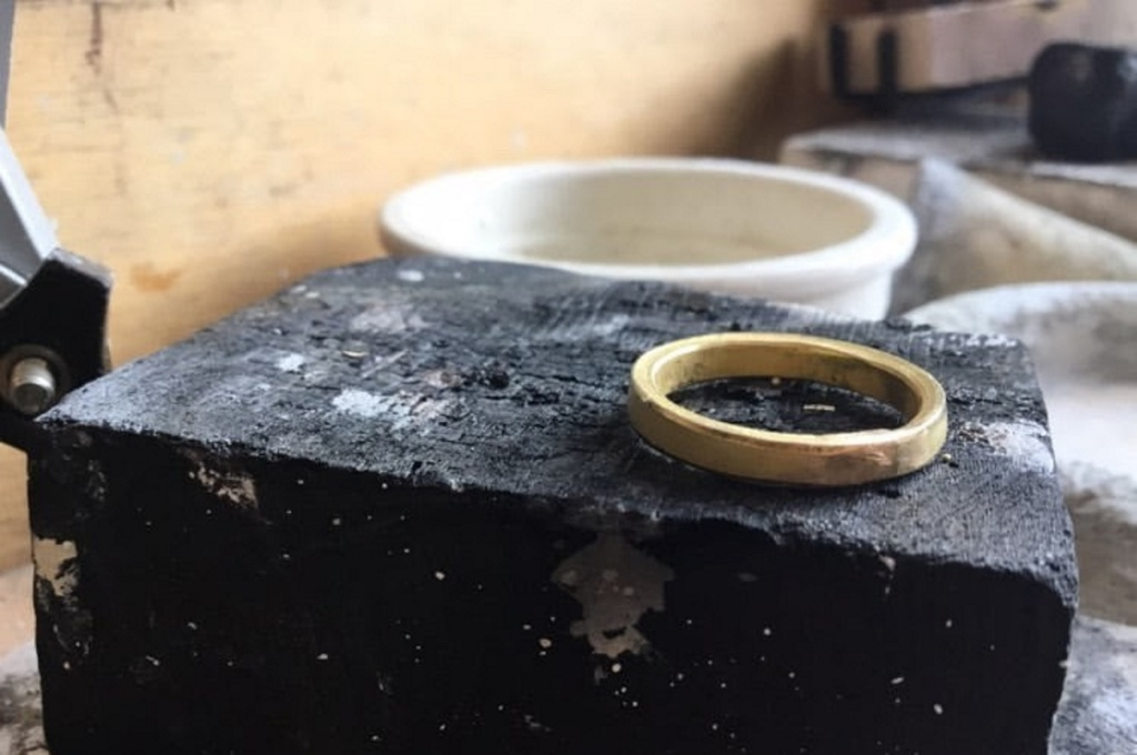 Catherine Marche recycled 18k gold ring